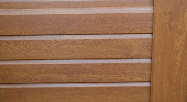 Liniar UPVC Fencing Woodgrain Effect in Golden Oak